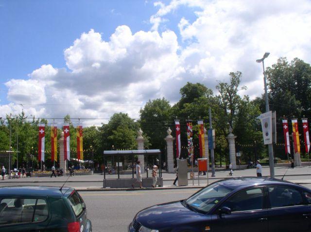 Genf 097 Egyetemkert bejarat, 2003