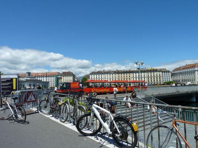Genf P1690933 Pont de la Machine, városnéző kisvonat