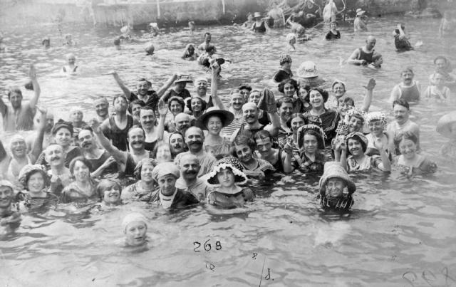 Fürdőzés 1900k.9419