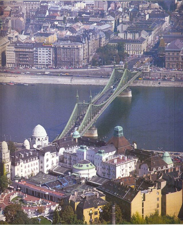 Gellért fentről, Szabadság híd