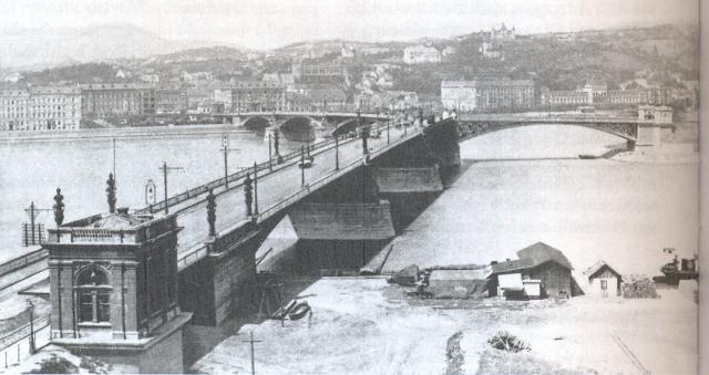 Margitsziget - Margit híd az újonnan elkészült szigeti lejáróval 1900 0002