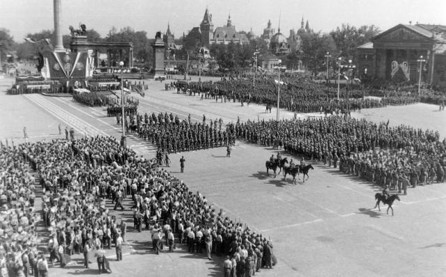 Hősök tere 1946-48 k Fortepan16448