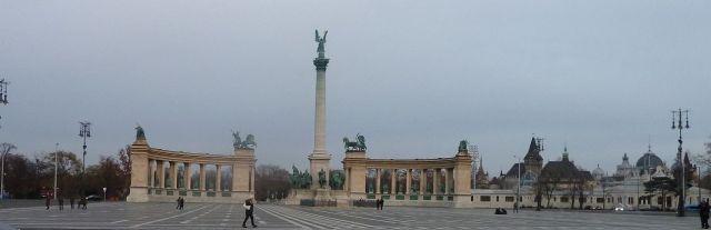 2011.12.07. Hősök tere az Andrássy út felől P1090963