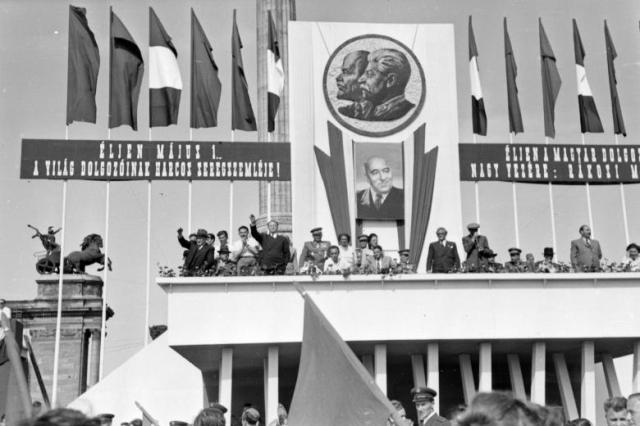 Hősök tere, Dísztribün 1948 k Fortepan 32919