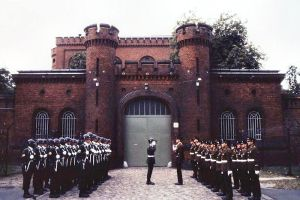 Kriegsverbrechergefängnis_Spandau_-_Wachablösung