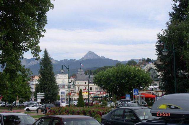 evian-18-hegyek-a-varoshaza-mogott