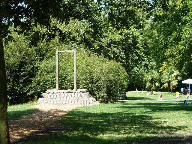 Rhone rakpart fölötti pihenő park P1330974