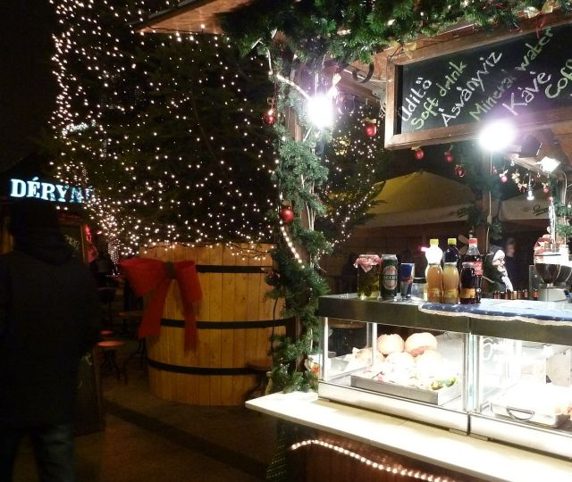 2013 karácsonyi piac, Vörösmarty tér P1420109