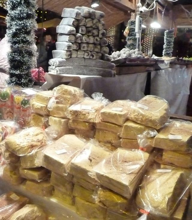 2013 karácsonyi piac, Vörösmarty tér P1420115