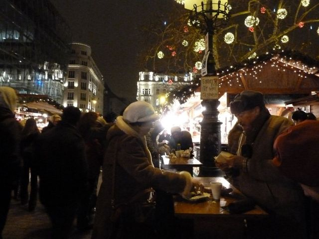 2013 karácsonyi piac, Vörösmarty tér P1420170