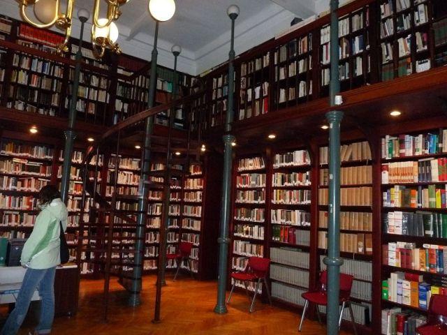 Könyvtár P1410868