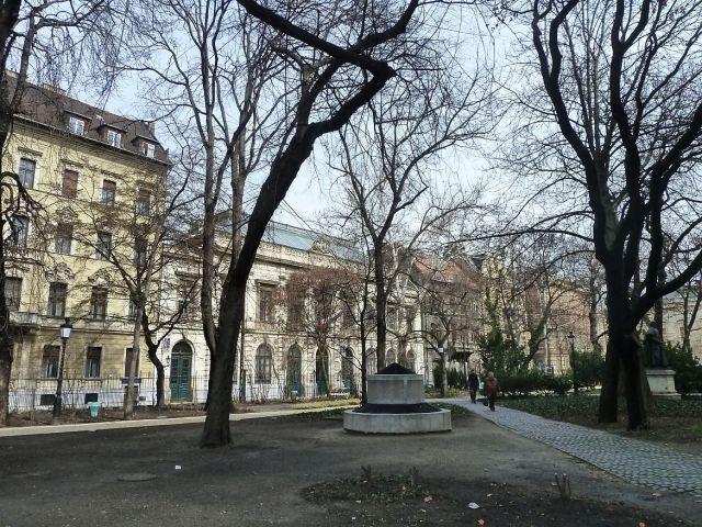 Olasz Intézet Nemzeti Múzeum kertből P1260896 2013,03,19,