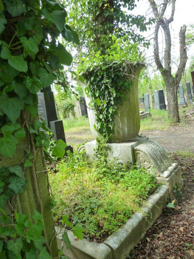 Kozma utcai temető 2014.május P1450181 Vágó Mihály és Vágó Mihályné 1913 körül