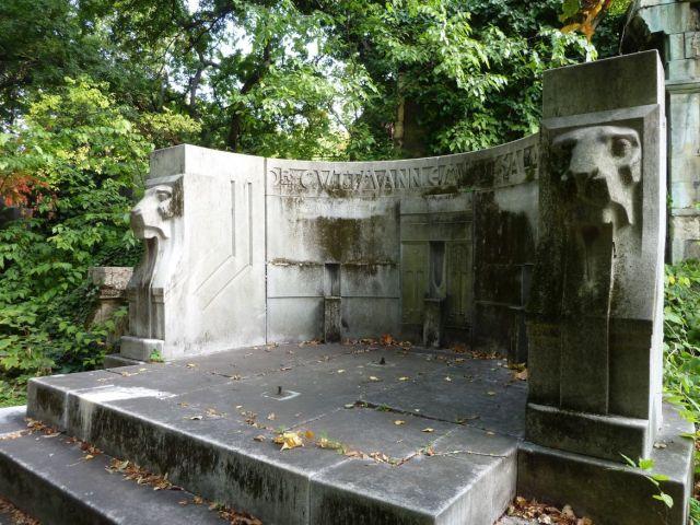 Salgótarján u. Zsidó temető P1390797 2013.10.06. dr.Guttmann és családja 1908