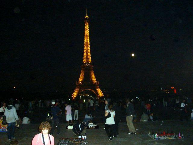 0836 Eiffel torony esti fényben 2007.08.25.