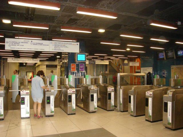 1206 Forum metro csomópontja