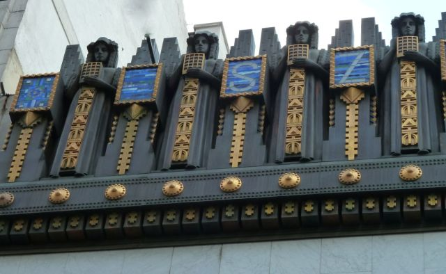 Parisiana - Újszínház P1430461