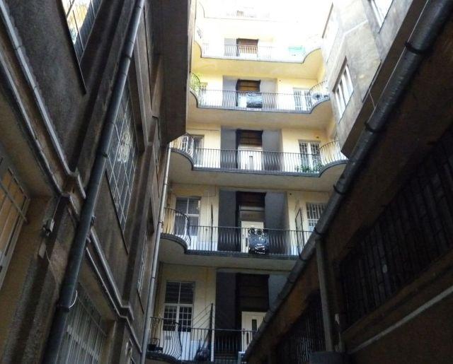 Szervita tér P1220154 a Lajta Béla házak