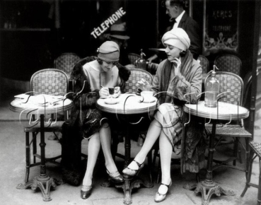 Volts-Ladies_on_a_terrasse-Paris-1920s