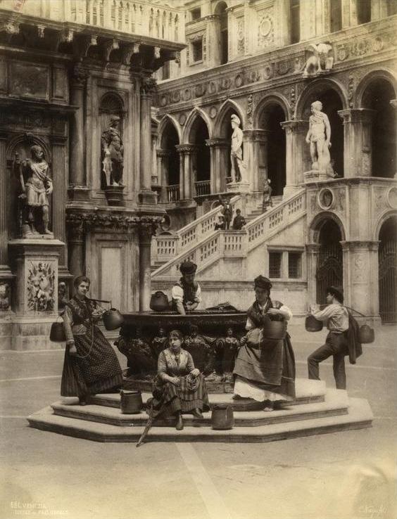 Venezia_-_Pozzo_di_palazzo_Ducale -fotó Naya,_Carlo_(1816-1882)_-_n._586_-_