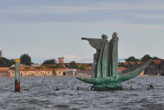 Dante és Vergilius szobra Sanm Michele előtt