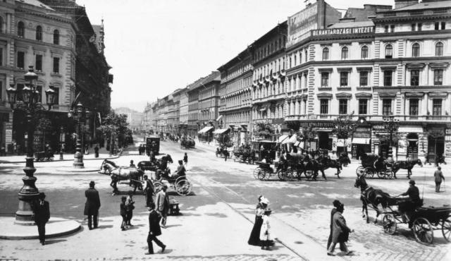 24118 Oktogon 1897 körül