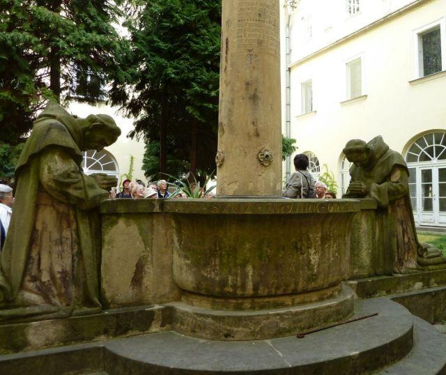 Bp., Egyetem tér, Pálosok P1190609 szerzetesek nyomában 03