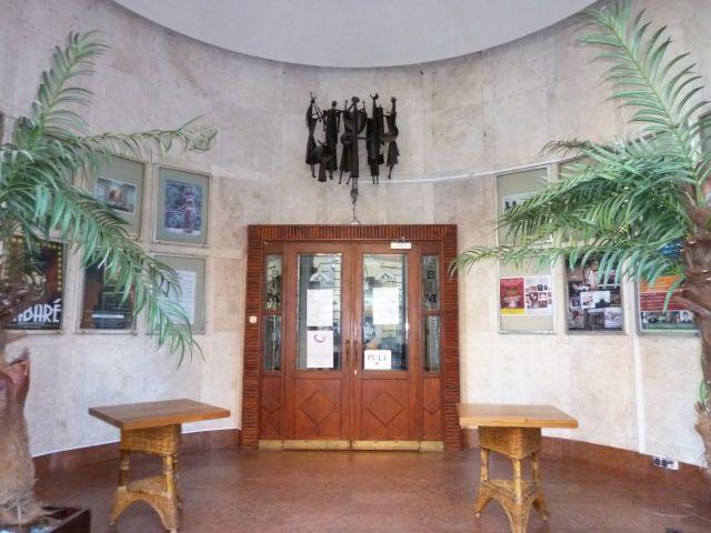 Fészek klub, bejárati előtér P1510729