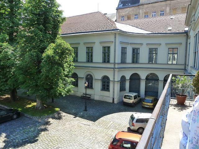 Károlyi palota udvar P1460020