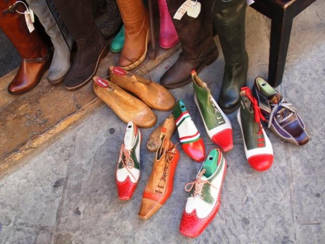 Adelmann Anna fotója, cipőkínálat Montepulcianoban 61305