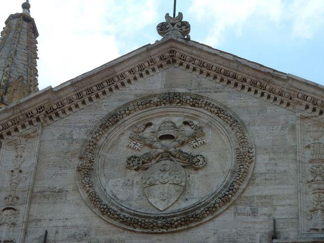 2014 nyár P1470286 Pienza, pápai címer