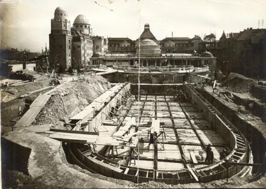 Hullámfürdó építése