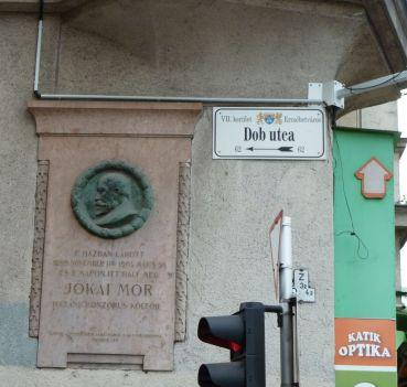 Bp100 a Nagykőrúton P1600010 Erzsébet krt.44 - 46. Jókai udvar