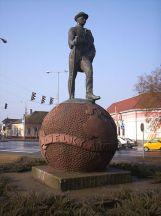 Jelky_Baja-szobor Medgyessy Ferenc, földgömb Miskolczy Ferenc