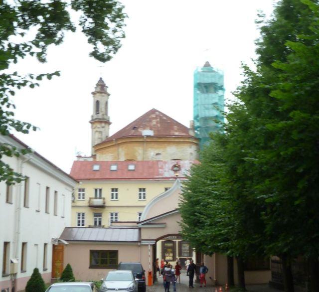 vilnius-p1630440-bazilitak-tmploma-az-ortodox-szentlelek-tmpl-udvarabol