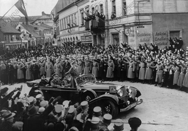 Hitler bei Einzug in Memel 1939 - Hitler enters the Memel 1939 -