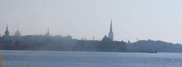 Tallinn IMG_8089 Gyö, sziluett a tenger felől