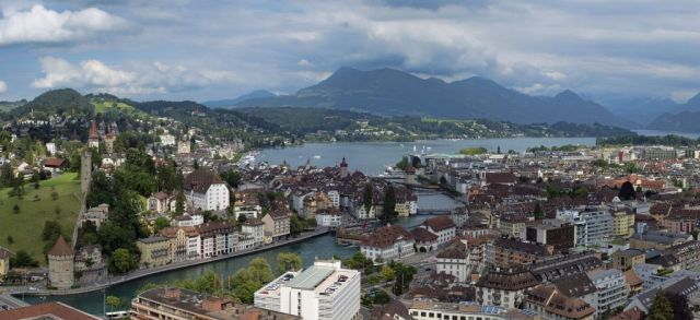 lucerne_panorama_2012 _ Forrás Wikipedia, chensiyuan