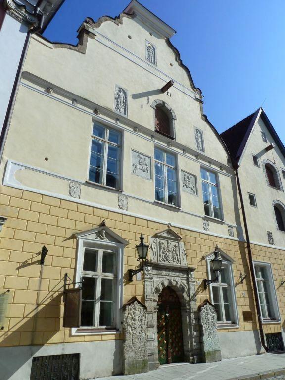 Tallinn P1650517 Pikk Jalg 26. Feketefejüek Céh háza