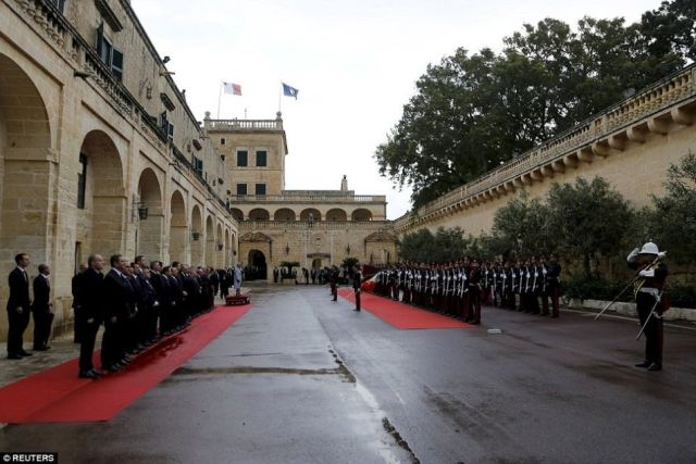 Attard The_Queen_receives_a_national_salute_after_arriving_at-San Anton Palace for Commonwealth Heads of Government Meeting