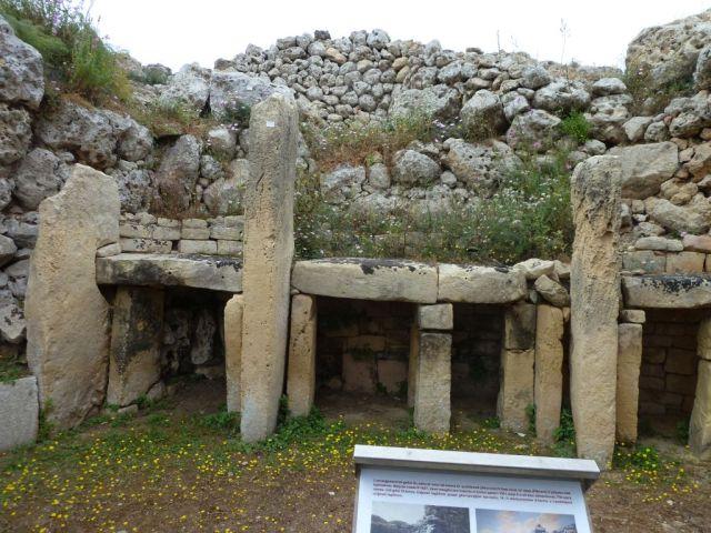Gozo P1690309 oltár asztalok, Ġgantija Temples