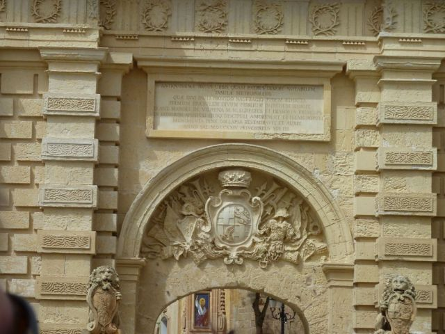 Málta P1680099 Mdina, Főkapu, Vilhena címer