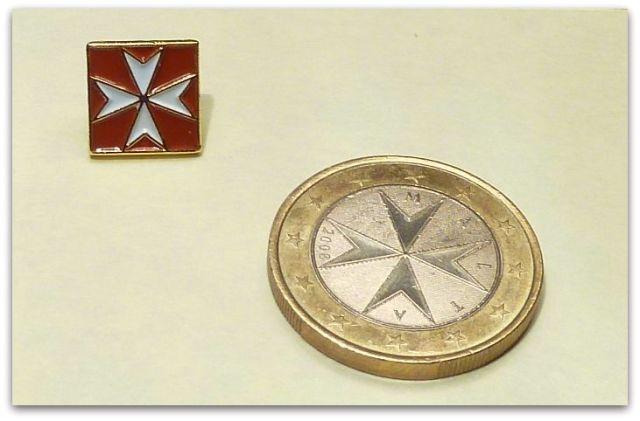 P1720678 Málta jelvény és 1 EURO-s érme