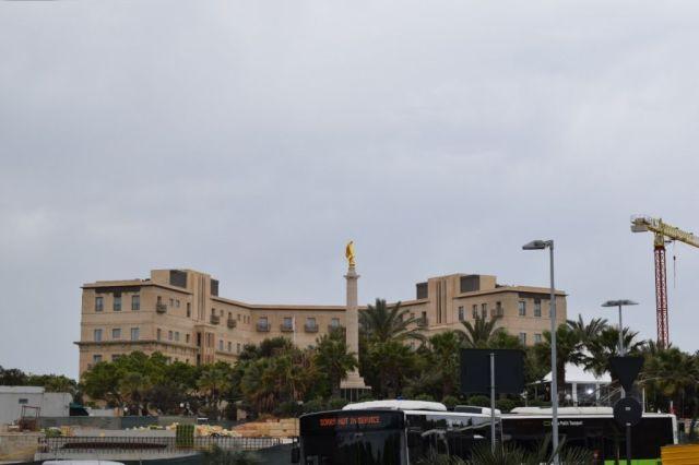 IMG_0822 2.nap V Valletta, Malta memorial, Phoenicia hotel