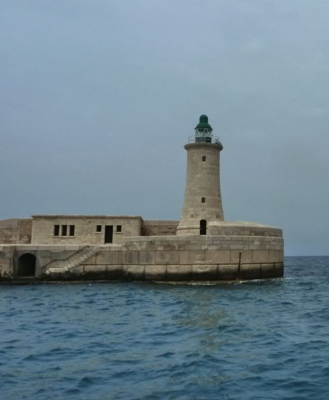 Málta P1670644 világító torony, Grand Harbour