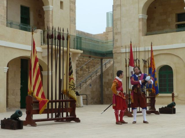 Málta P1680774 Valletta, St.Elmo - In Guardia