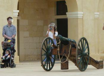 Málta P1680797 Valletta, St.Elmo - In Guardia, ostromágyú