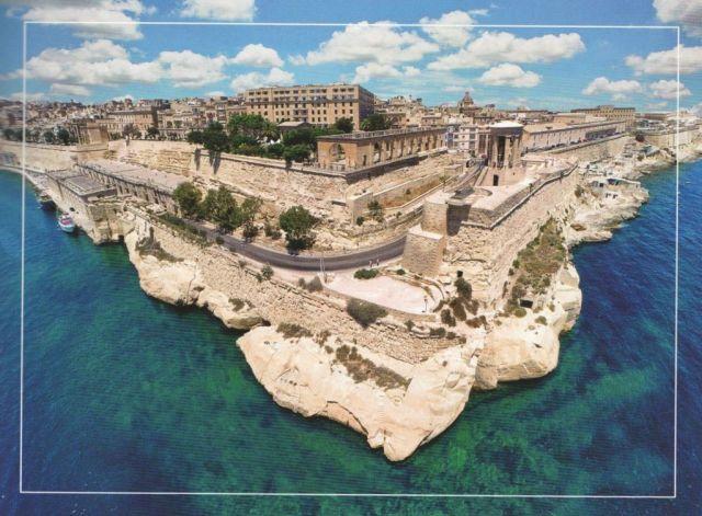 Valletta, Alsó Barakka és Harang emlékmű