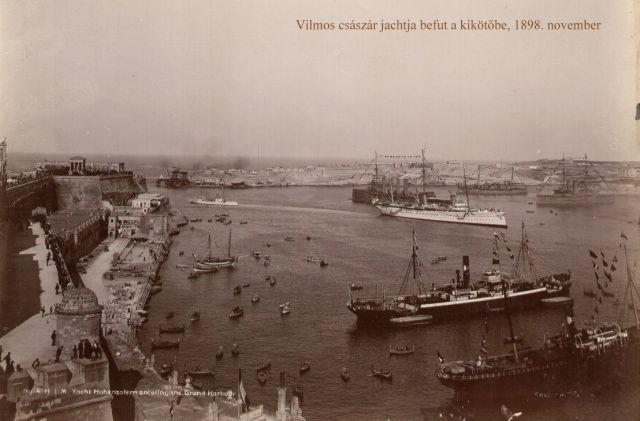 Vilmos császár yachtja beérkezik a Grand Harbourba 1898. november