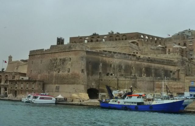 Málta P1670652 Grand Harbour Valletta, Lascaris